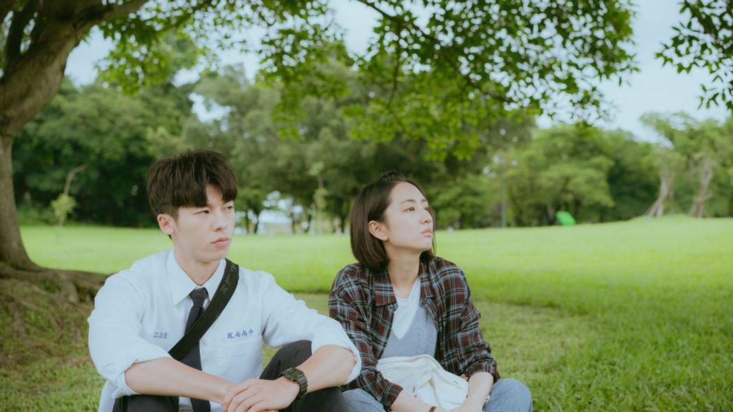 柯佳嬿(右)、許光漢主演「想見你」成經典。圖/衛視中文台提供