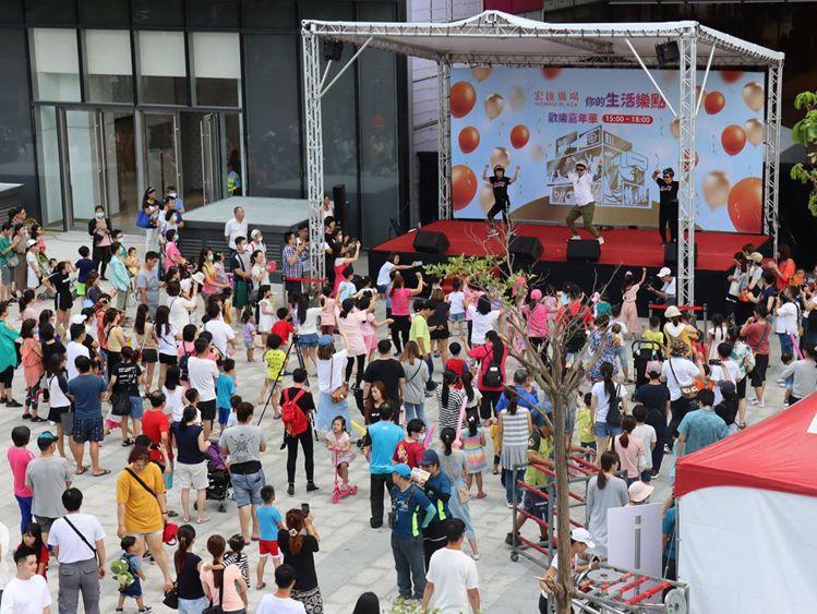 宏匯廣場開幕前見面會,周六首日吸引許多民眾參與。圖/摘自宏匯廣場粉專
