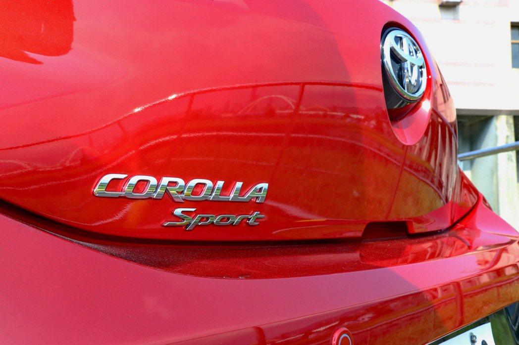 TOYOTA Corolla Sport車尾換上全新車名銘牌。 記者陳威任/攝影