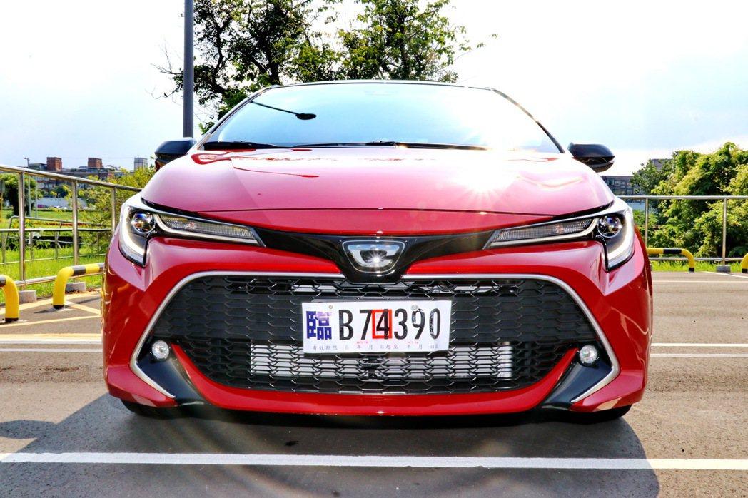 車頭換上全新專屬廠徽。 記者陳威任/攝影