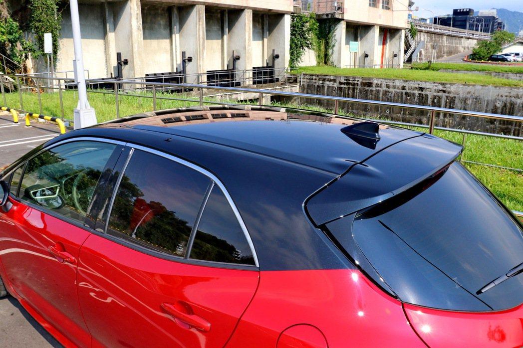 加價選配雙色車頂。 記者陳威任/攝影