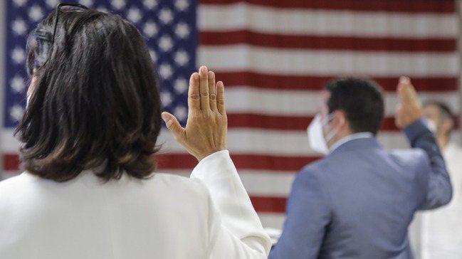 因應新冠肺炎疫情,各國政府在採取保護人民健康的隔離對策之際,卻對移民及其家庭這一...