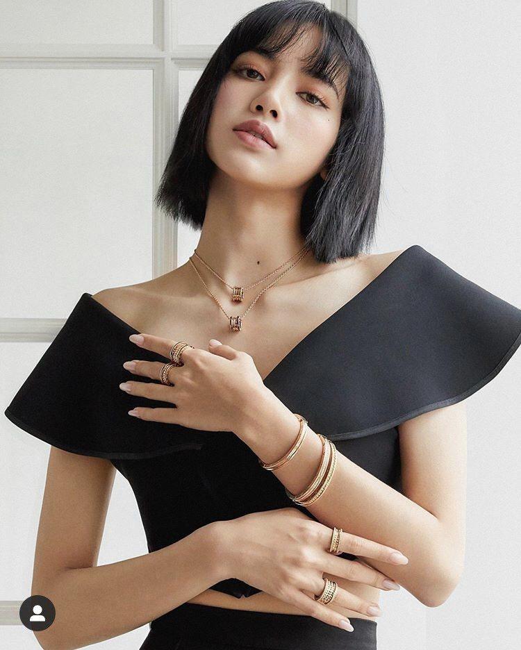 BLACKPINK Lisa於IG發布配戴寶格麗B.zero1系列珠寶與物腕表的...