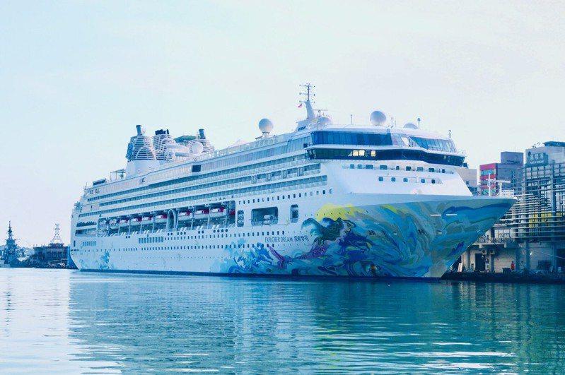 全球首艘復航的國際郵輪「探索夢號」今(26)日從基隆港出發,為跳島郵輪旅遊揭開序幕,「探索夢號」跳島旅遊共有31個航程。圖/航港局提供