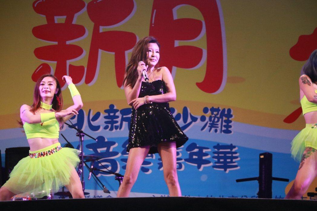 李愛綺(中)受邀在「新月沙灘海洋音樂嘉年華」演出。圖/中視提供