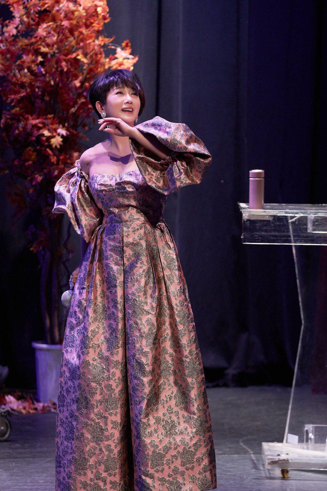 周思潔(Jessie)現身中正紀念堂演藝廳舉辦「愛在心手相連」慈善音樂會。圖/萊...