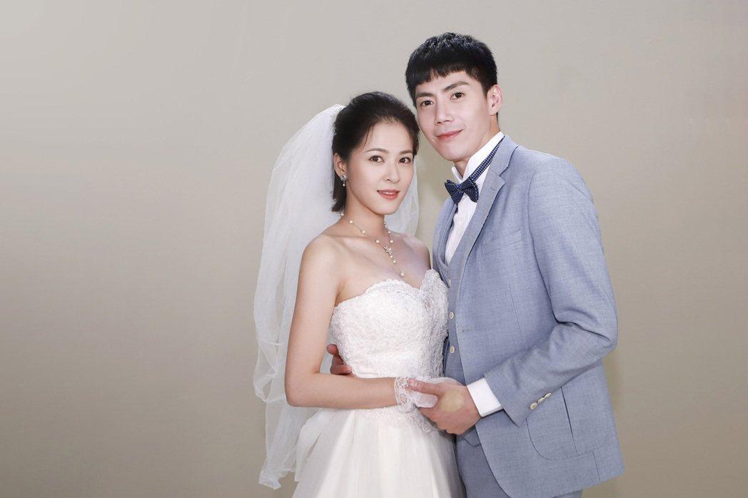 蘇晏霈(左)、王凱在「多情城市」中結婚。圖/民視提供
