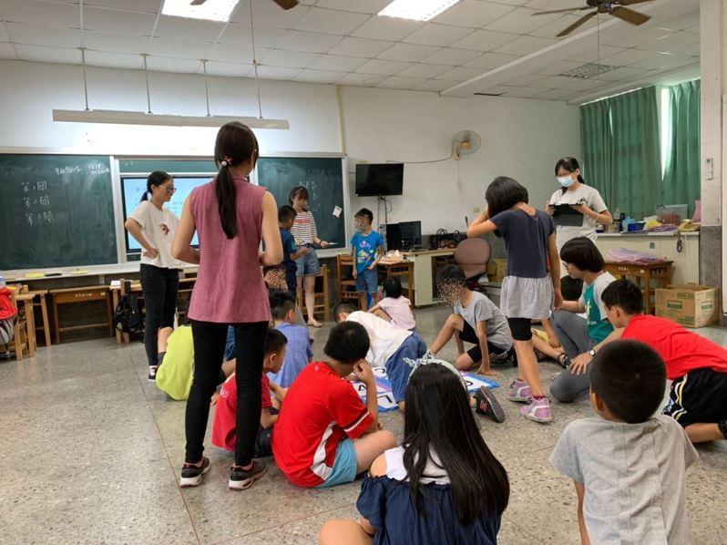 嘉義市府教育處今年為身心障礙學子,開辦國中小學暑假課後照顧服務專班。圖/嘉義市府提供