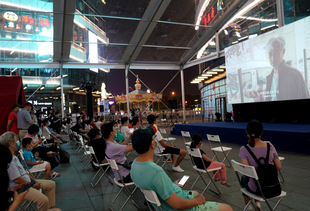 第23屆上海國際電影節25日拉開帷幕。除影院展映外,本屆電影節首次推出露天展映,