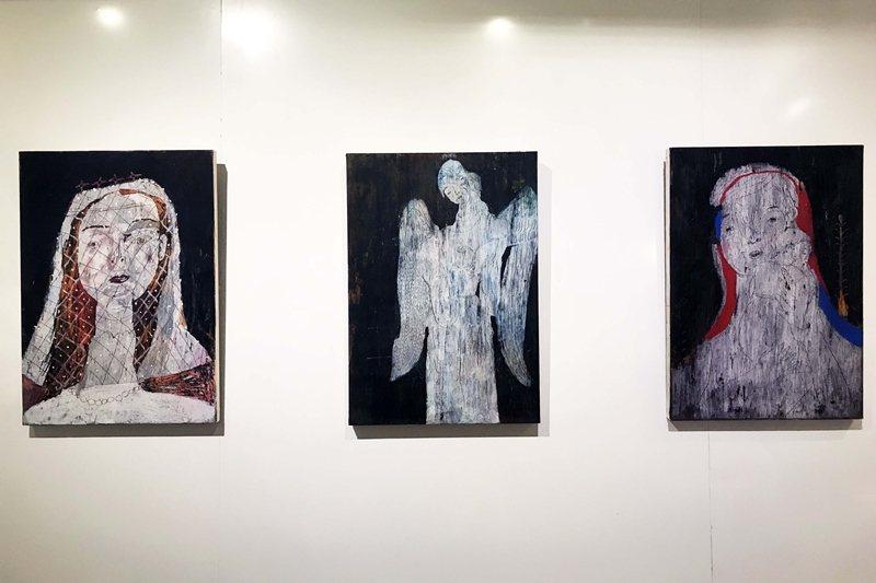 阿尼默展覽畫作「新娘」、「天使帶路」、「母子像」(由左至右)。 圖/作者提供