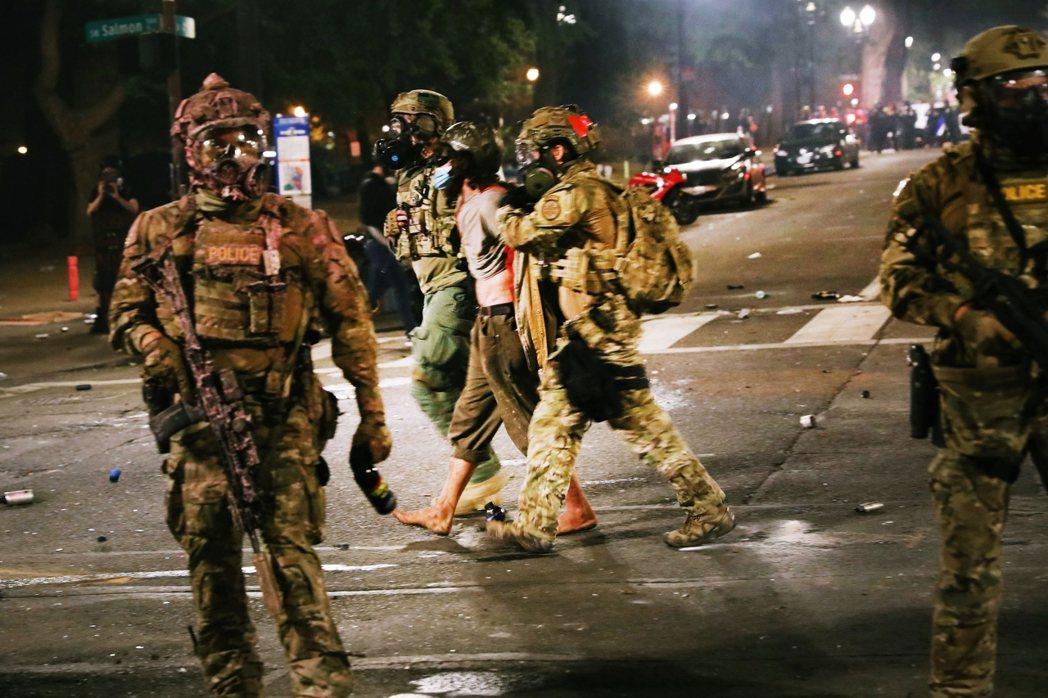 這些單位本質上都屬於「特別武器與戰術部隊」(Special Weapons An...