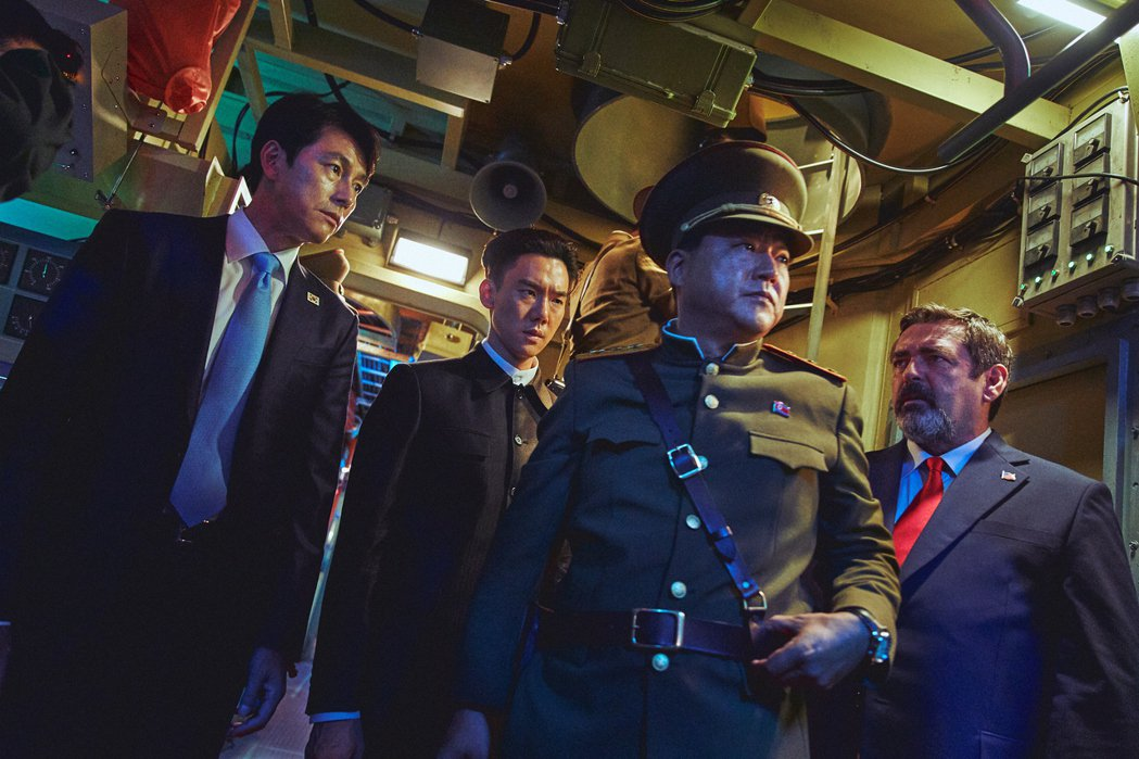 《鋼鐵雨:深潛行動》劇照。 圖/甲上娛樂提供