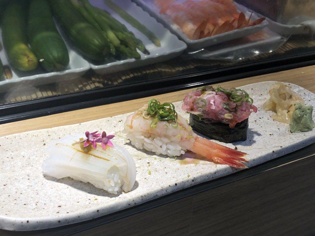 雖然是市場裡的開放舖,但小林師傅擺盤不馬虎,至少大大提升了市場吃壽司的衝突美。 ...