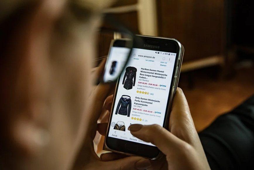 在疫情爆發後,非食品類的網路購物大幅成長。 圖/pixabay
