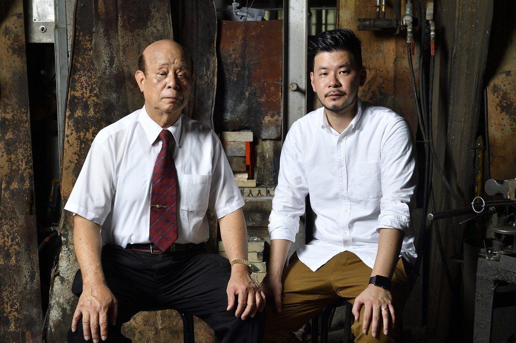 吳春池(左)與吳庭安父子。圖/春池玻璃提供、汪德範攝影