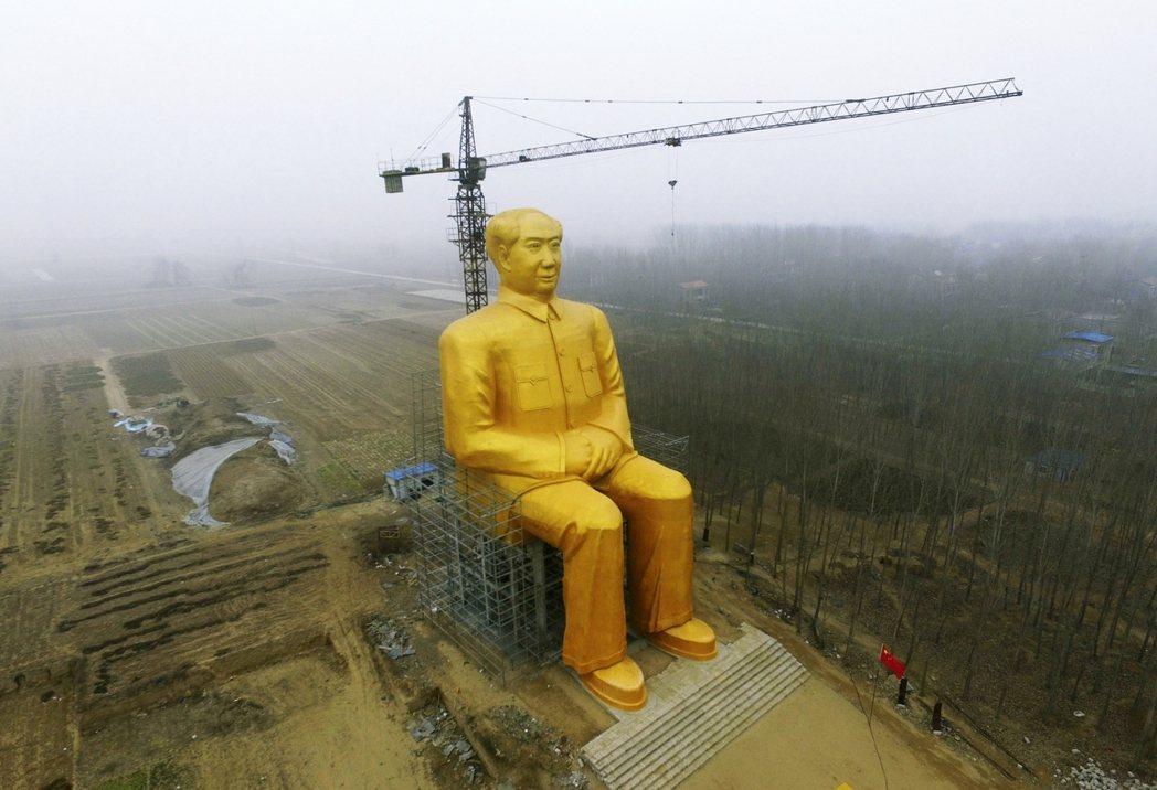 德國「以商變政」的重點是「商」而不是「變」,重點不在於積極改變中國政治的現況,而...