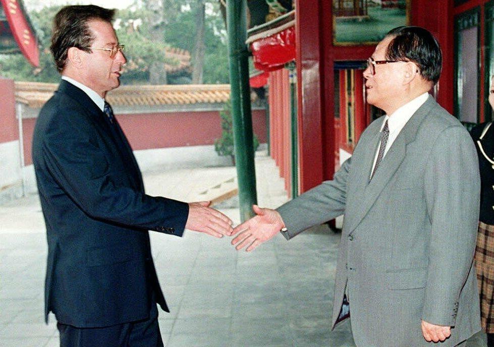 1996年,德國聯邦副總理兼外交部長金克爾(Klaus Kinkel),訪問北京...