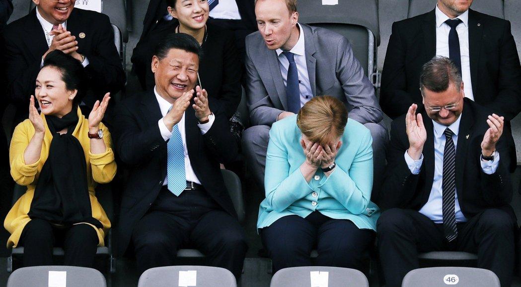 專家們認為德國經濟即將衰落的理由是:德國過度依賴中國,早已錯過了產業轉型升級的關...