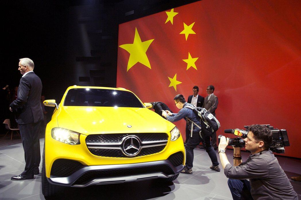首先,德國經濟依賴汽車產業的比重過高。過去10年德國前50大企業的營運成長,有6...