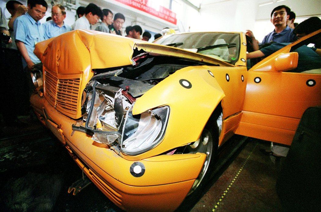 當德國還沉醉在汽車產業的中國紅利時,美中兩國早已在創新領域大舉攻城掠地。一輛賓士...