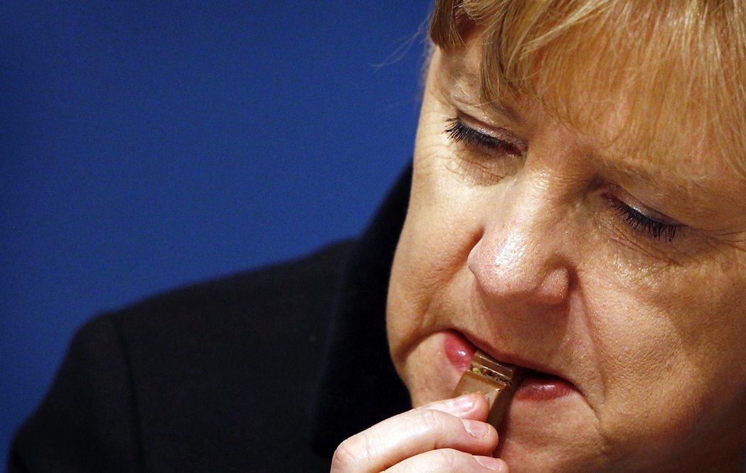 在局面還未完全明朗的現狀下,德國試圖擺脫美中雙面沙包的窘境以自立,態度顯得既遲疑...
