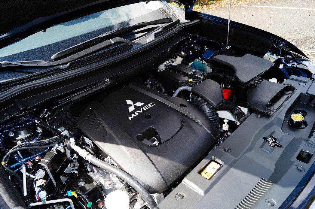 動力依舊是2.4升四缸自然進氣引擎,搭配CVT無段式變速箱,有著168hp馬力和...