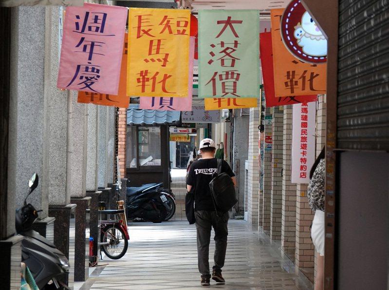 中央大學台灣經濟發展研究中心發布7月消費者信心指數,總指數為69.43點,較上月微升0.66點。 中央社