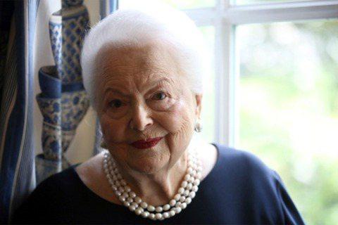 傳奇影星奧莉薇亞德哈維蘭(Olivia de Havilland)曾參與演出美國經典電影「亂世佳人」,但她的公關人員已證實,奧莉薇亞德哈維蘭今天在法國巴黎家中安詳離世,享嵩壽104。美聯社報導,公關...