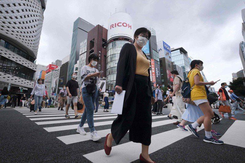 日本2019冠狀病毒疾病(COVID-19,新冠肺炎)昨天新增598例,其中東京都131例、愛知縣76例。3座國際機場檢疫共查出18例。 法新社