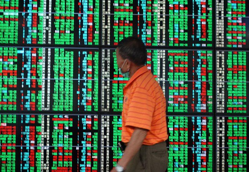 證交所統計,上週外資在集中市場賣超前3名都是金融股。 聯合報系資料照/記者葉信菉攝影