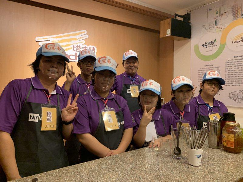 圓夢庇護工場18名庇護性就業者中,有6名學員8月至10月將至塔吉特千層蛋糕大使館上線服務。記者陳苡葳/攝影