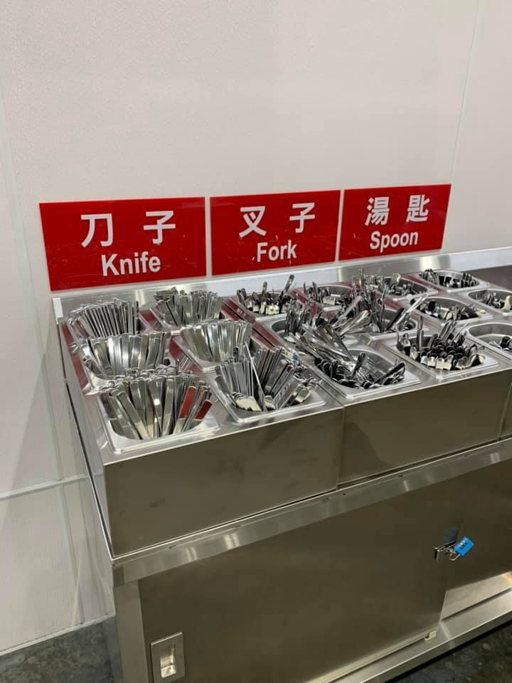 好市多餐飲區內用改為提供可重複使用的金屬餐具。圖/摘自Costco好市多 商品經...