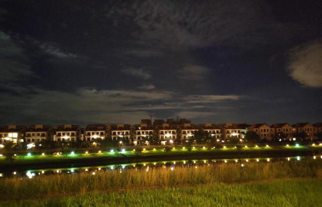 台積電飆天價,南科周遭房市夯持續旺,圖為南科LM區夜景。記者謝進盛/攝影
