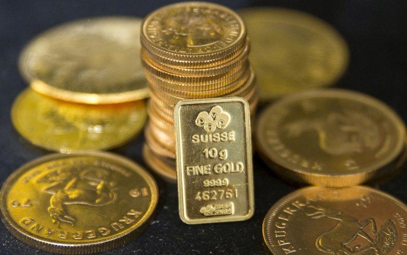 國際黃金期貨價格27日盤裝再創新高。(圖/路透)