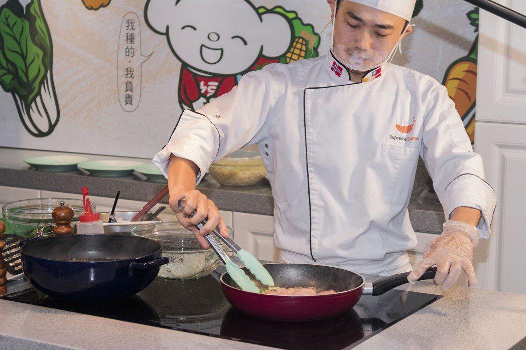美威鮭魚與全聯福利中心未來將在8-12月期間,每月於「美威鮭魚廚房」舉辦一堂「親...