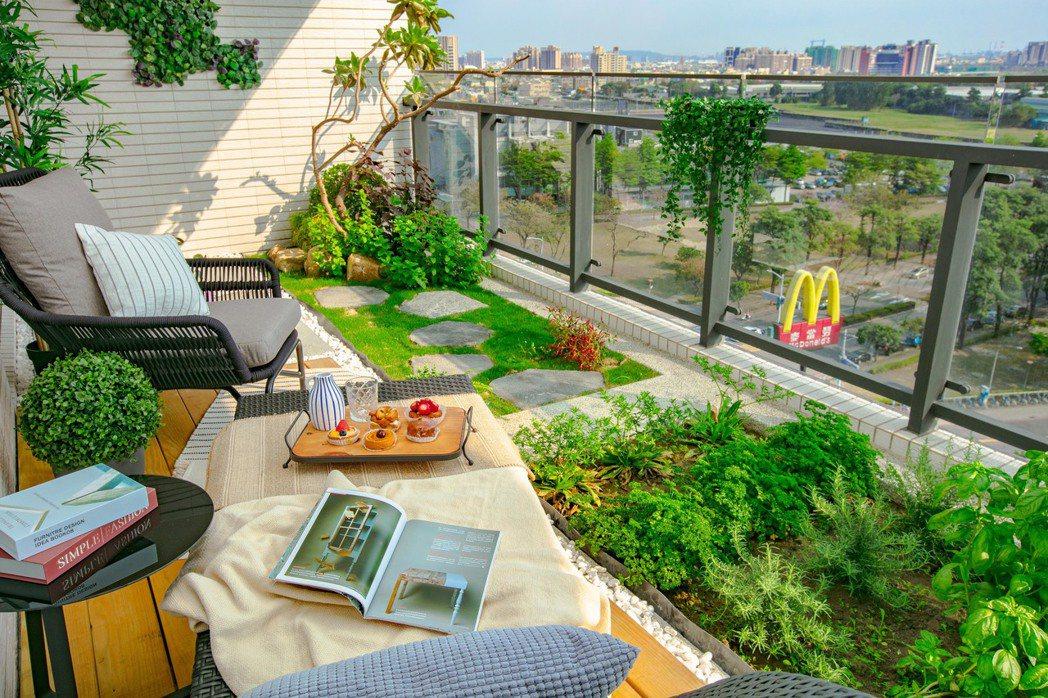 獨家一戶一樹庭景深陽台,蒔花弄草或打空中高爾夫,私擁一方綠色天地,無比樂趣。圖片...