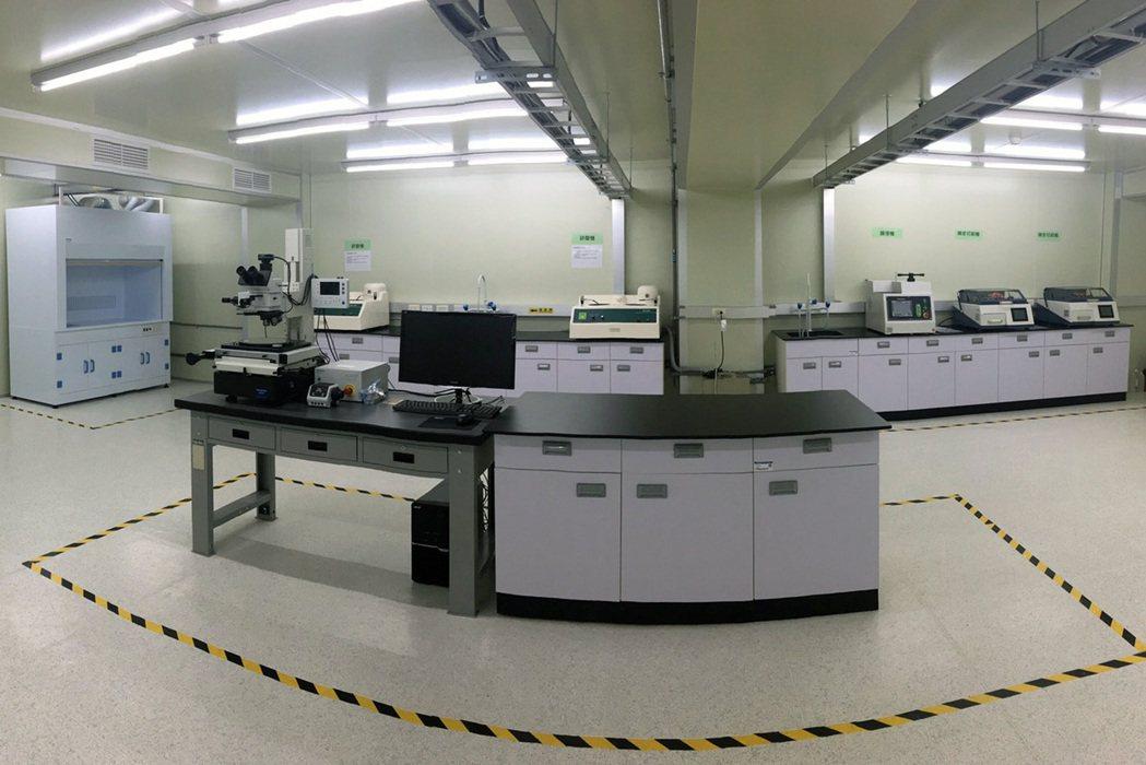 龍華科大建置iPAS「電路板製程工程師」術科考場,培訓青年成為業界搶手人才。龍華...