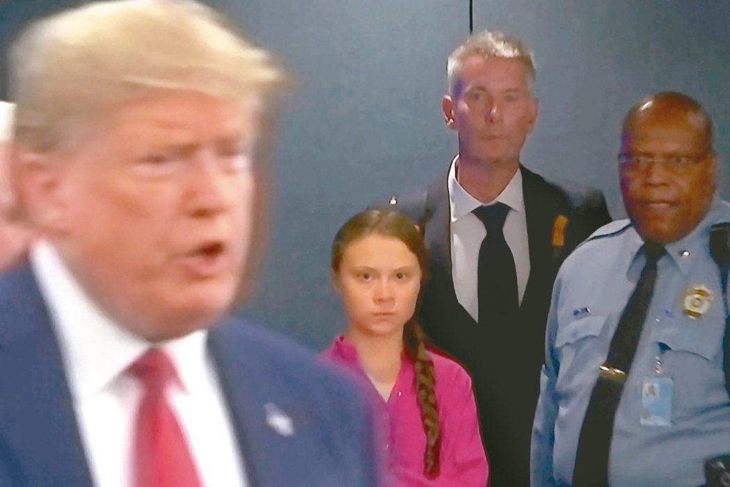 2019年9月,美國總統川普(左)現身聯合國氣候峰會會場,瑞典環保小鬥士桑柏格(...