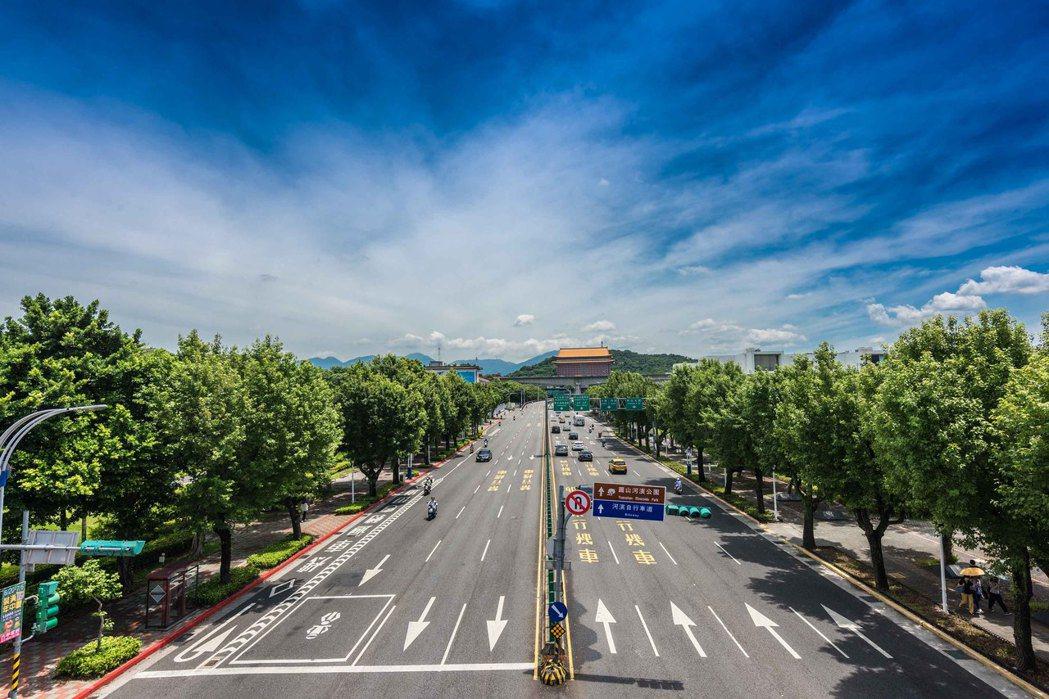中山國小站捷運加持利多,又能遠眺圓山大飯店,生活圈機能佳。 業者/提供