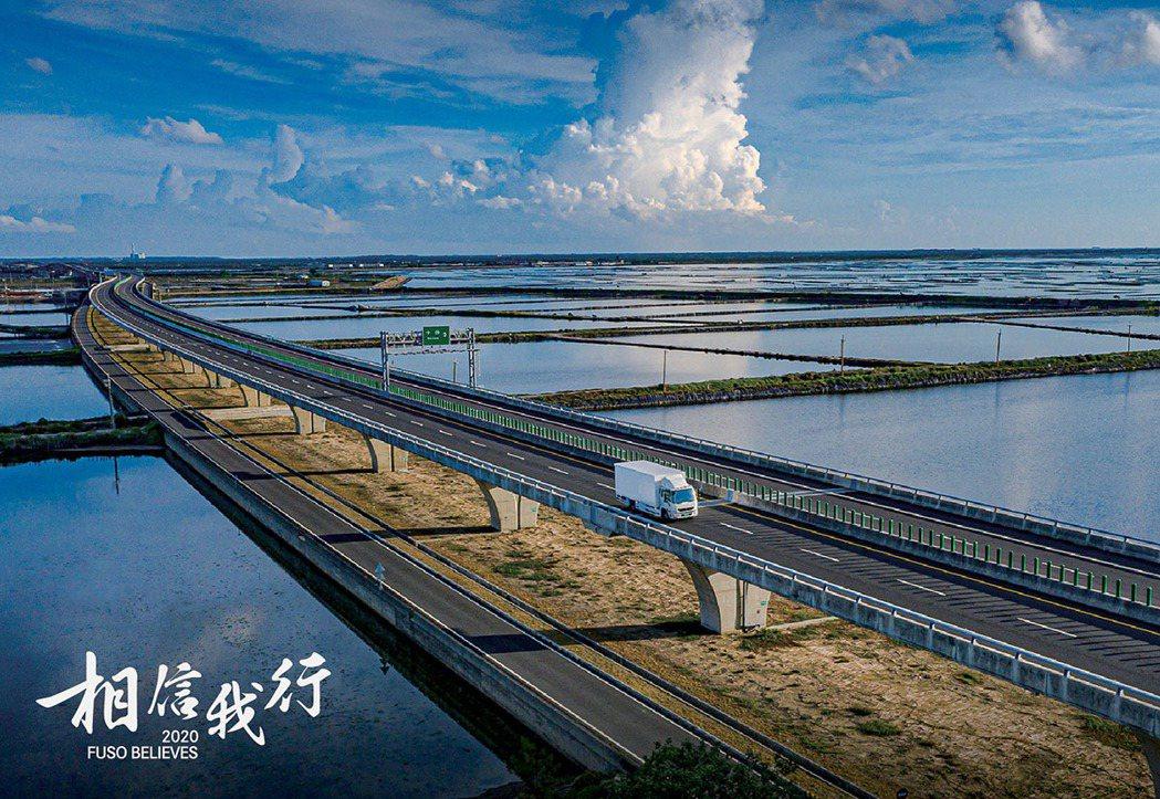 七股鹽田過去是台灣面積最大、最晚發展的鹽場遺跡之一。 圖/FUSO 提供