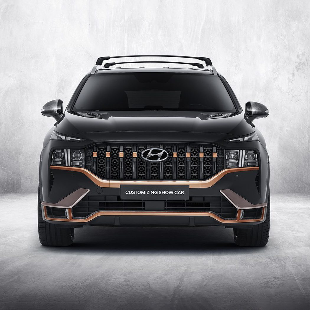 配置專屬N Performance套件後的小改款Hyundai Santa Fe...