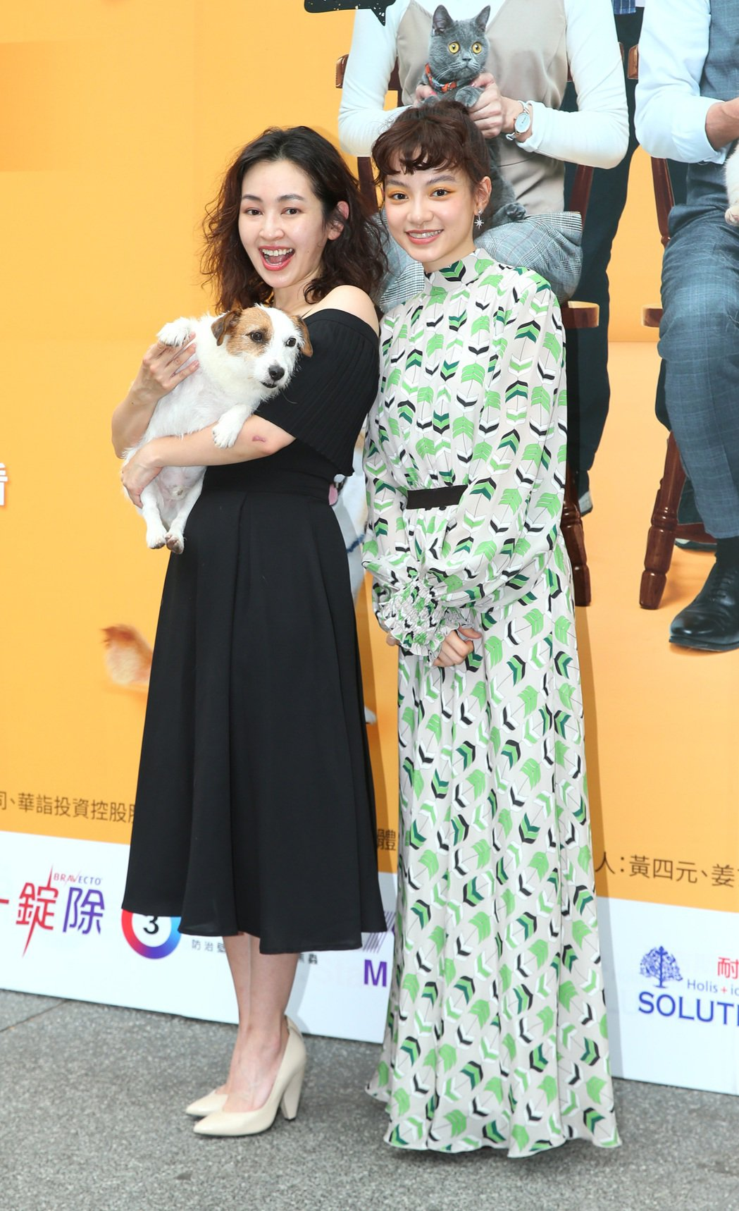 蔡燦得(左)與姚愛寗出席「黑喵知情」首映。記者林澔一/攝影