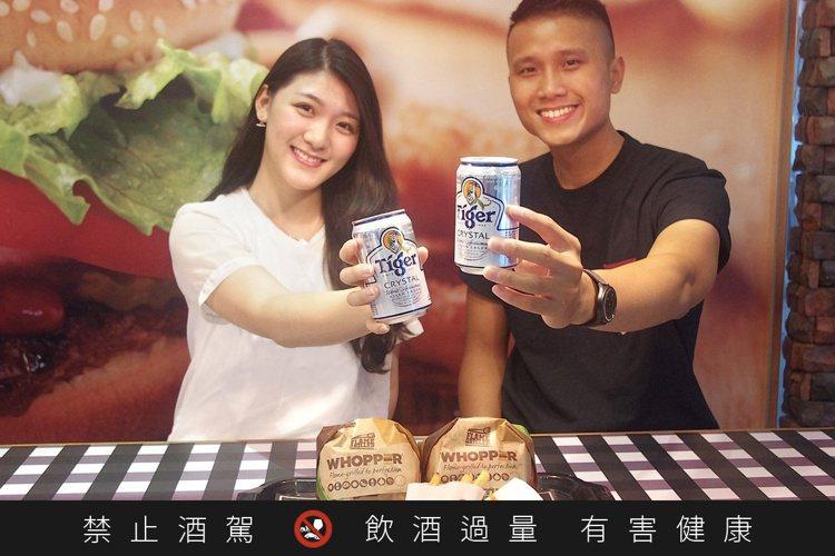 虎牌啤酒X漢堡王推出全台首見成人限定的「酒堡招牌餐」。圖/台灣海尼根提供