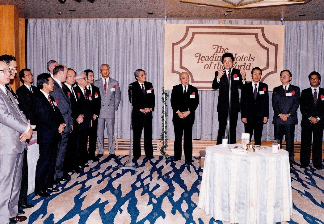 嚴長壽以亞洲聯誼會主席身分主持世界傑出旅館聯盟東京酒會。圖/嚴長壽提供