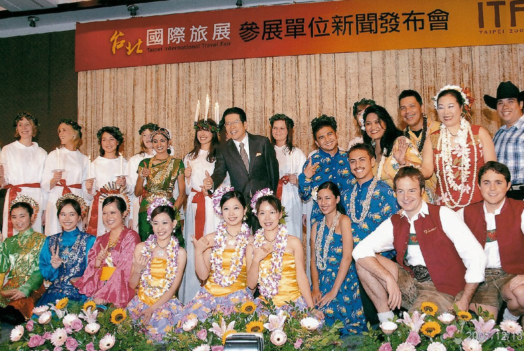 嚴長壽在觀光協會會長任內辦了十多屆國際旅展。圖/嚴長壽提供
