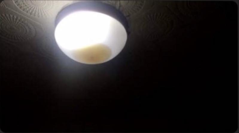 疑冷氣師傅進場施工造成鄰居燈具淹水 網勸:錢真的不能省