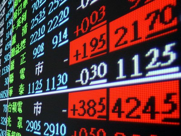 台積電及聯電股價昨衝上漲停板價,大盤指數也創歷史新高點。記者侯永全/攝影
