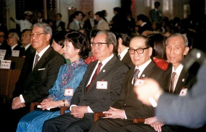 1984年,李登輝(左)就任副總統。 報系資料照