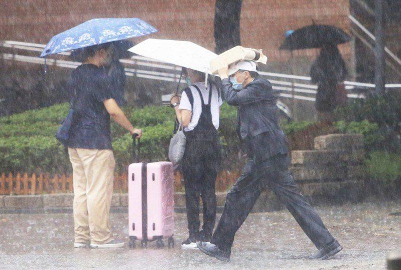 氣象專家提醒今午後慎防大雷雨。聯合報系資料照
