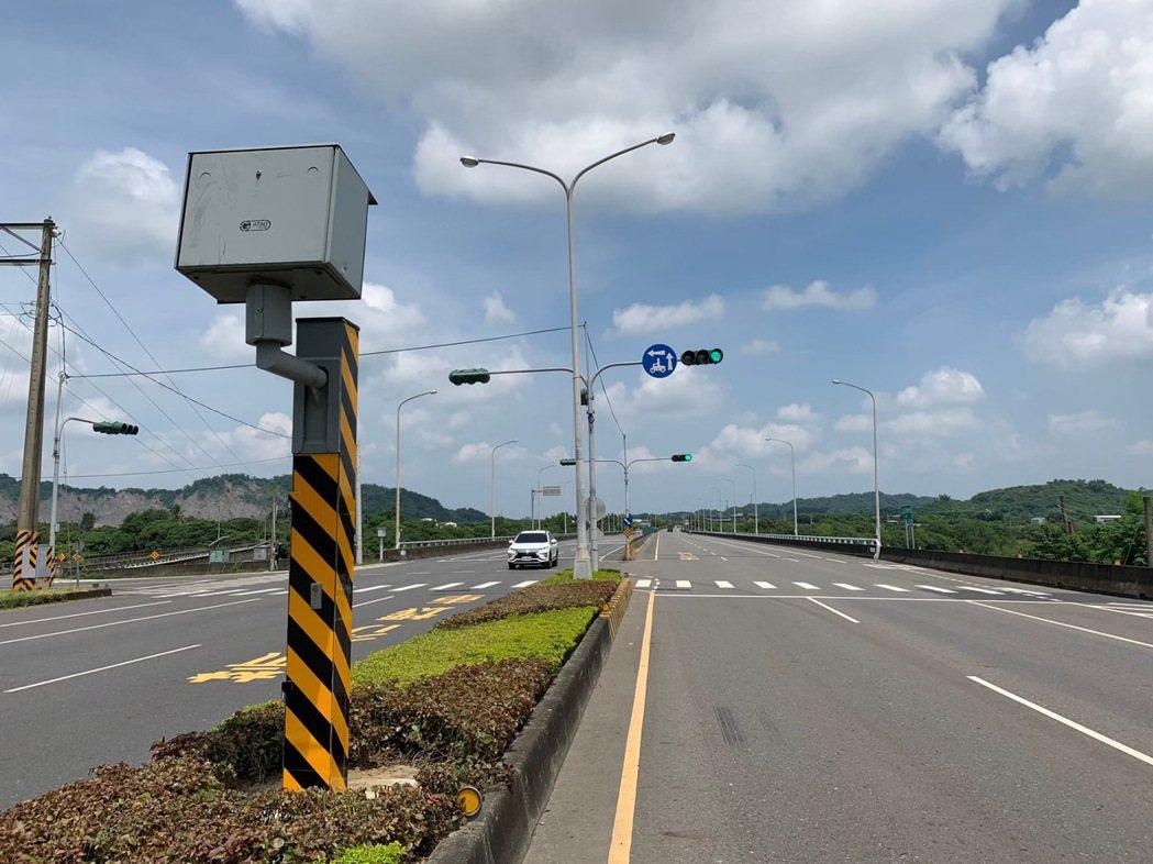 台南市7月違規超速案件,第1名是玉井區台84線40.38公里處這個固定測速照相桿...